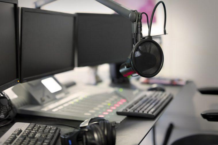 microphone modern radio station broadcasting studi PGV7JRA