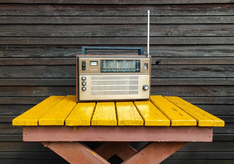 Broadcastnews old radio on yellow table 241 1