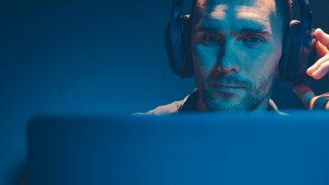 broadcastnews men listening podcast on his headphones